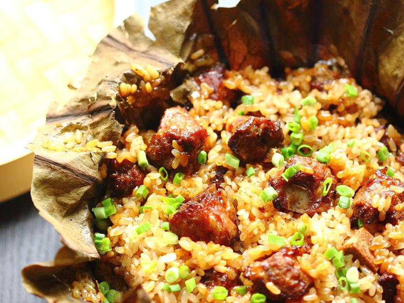 Steamed glutinous rice with pork ribs in lotus leaves