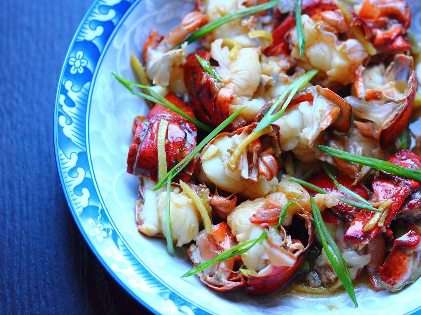 Cantonese stir-fried lobster with giner and scallions