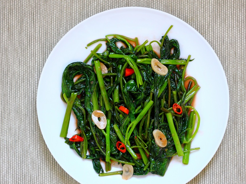 Stir-fried water spinach with fermented tofu