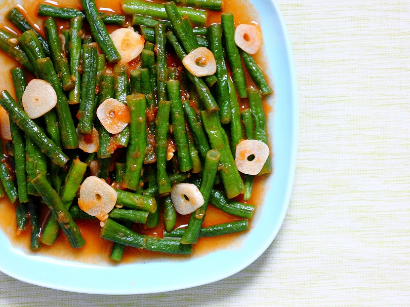 Yardlong beans simmered in tomato sauce