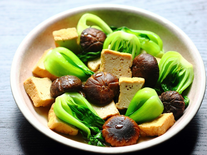 Tofu stew with bok choy and dried shiitake mushrooms
