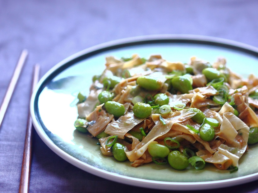 Stir-fried tofu skin with green soybeans2