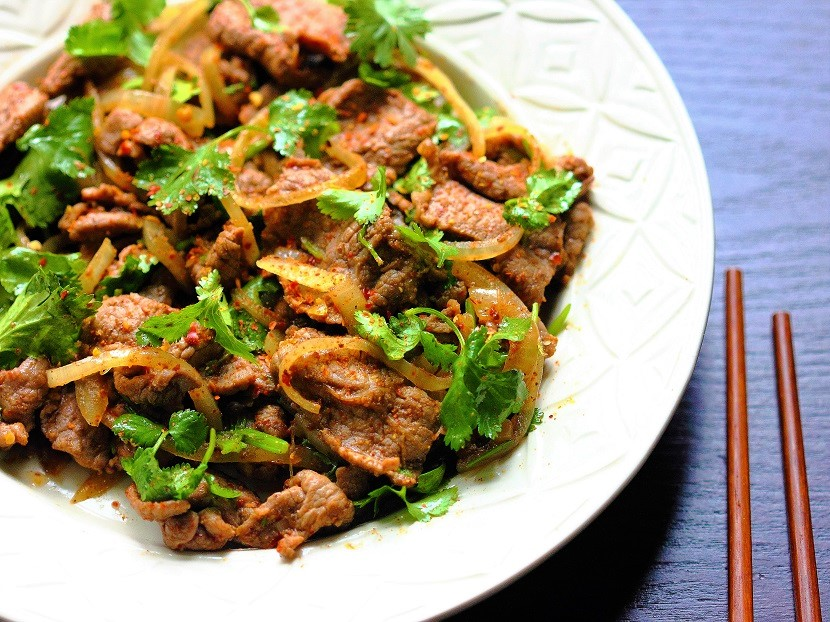 Stir-fried lamb with cumin and cilantro
