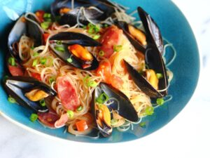 Mussles with Chinese sausage and rice noodles