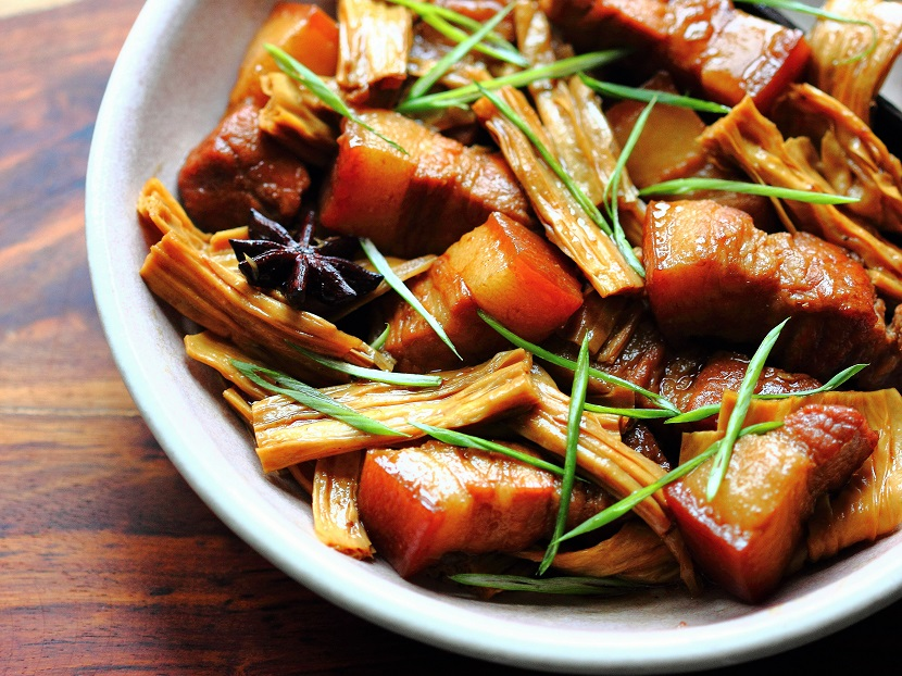 Braised pork belly with tofu sticks
